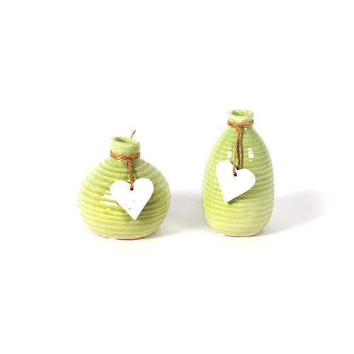 Keramik-Vase, 2 Mod sortiert, mit weißem Herz-Hänger, grün glasiert, Höhe 10/13c