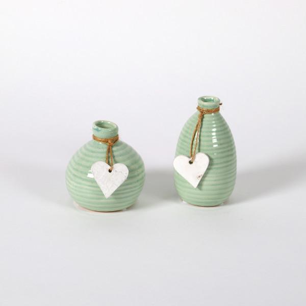 Keramik-Vase, 2 Mod sortiert, mit weißem Herz-Hänger, agua glasiert, Höhe 10/13c