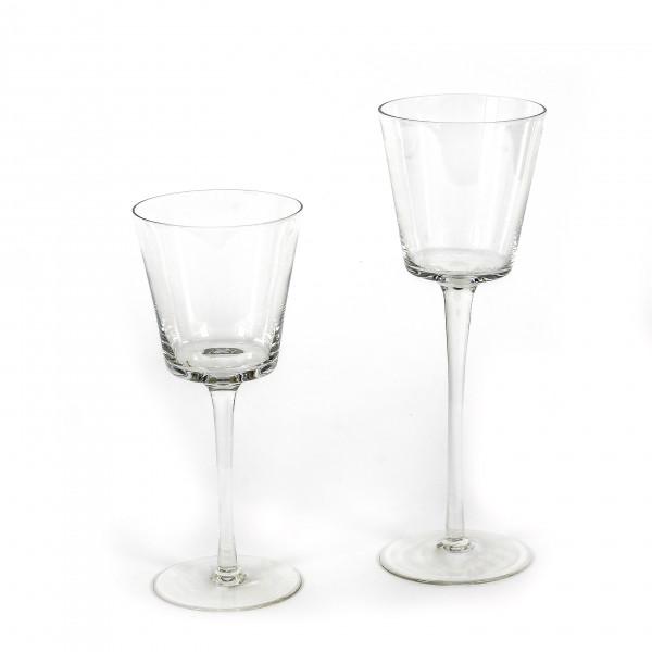 Conisches Glas auf Fuß