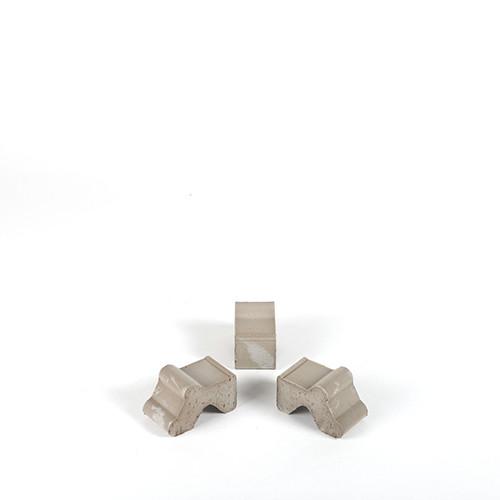 Terracotta - Füße, 4x7x4,7 cm basalt