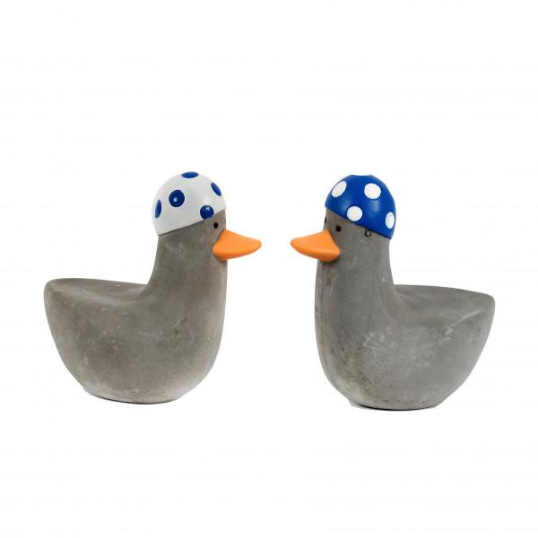 Zement Deko-Ente sitzend 11x6x11cm mit Badehaube,blau-weiß & weiß-blau